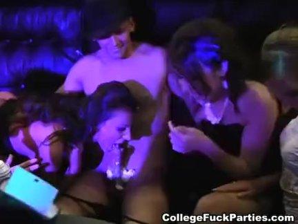 Шикарная попочка и большие титьки рыжей в порно