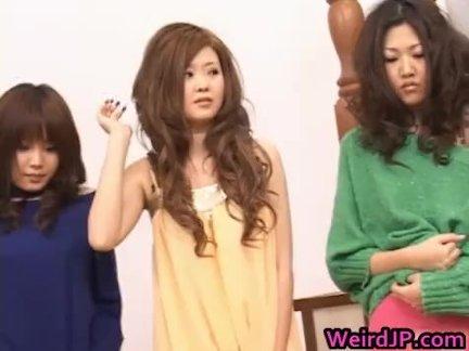 Азиатские куклы получают репетиторство в их сексуальный