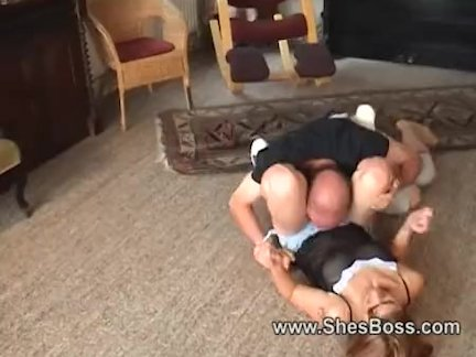 Мужик в тату долбит членом соседку