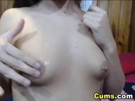 Смотреть по вебкамере домашнюю мастурбацию красотки с круглой попкой