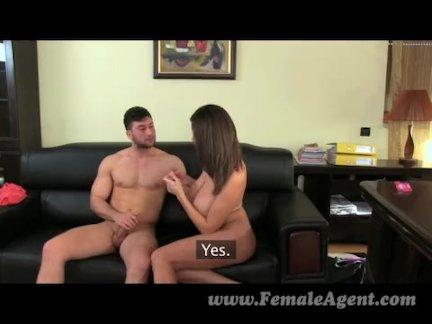 Секс в подсобке с молодой кассиршей