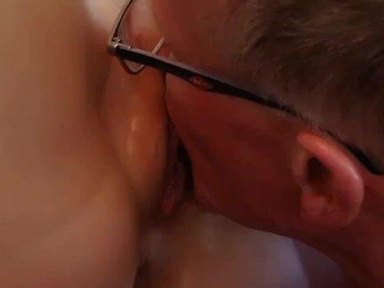 Старый босс трахают глубоко его блондинка молодой секретарь
