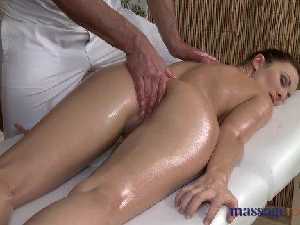 Massage Rooms Horny woman sucks and fucks
