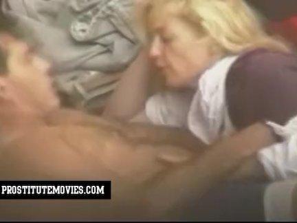 Крепкий мужик трахает анал молодушки