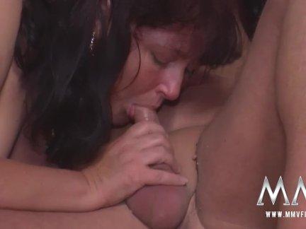 Стриптизерша трахается с массажистом после работы