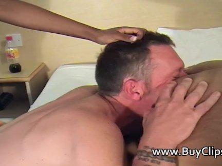 Развлекаюсь с женой в постеле порно