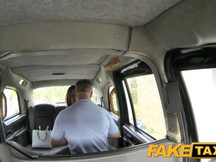 Поддельные такси крекинг задница и большие сиськи