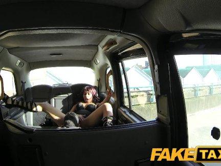 Поддельные такси кружева сапоги и большой член такси