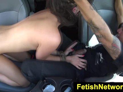 БеспомощныеПодростки Эшли Адамс на открытом воздухе секс