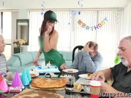Сексуальный подарок на день рождения когда-либо!