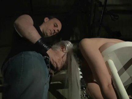 Нежный грудастая раб связали жестокие шлепнул и минет используется