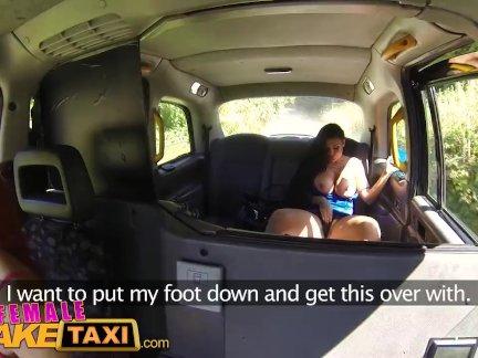 Фемалефакетакси лесби такси водитель палец трахается телевизор детка в лес