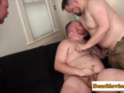 Ginger bear cockriding in threeway