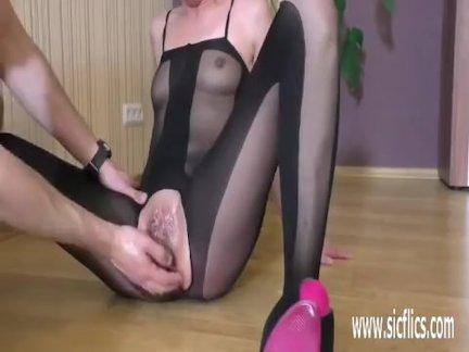 Жестоко фистинг ее жадный подросток киска пока она брызгается