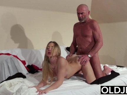 Секс дедушек с девушками