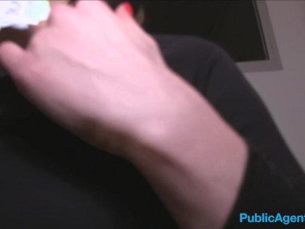 Общественный агент французский турист трахал в на улице лестница