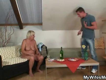 Пьяная старая бабушка соблазняет своего сына-в-законе