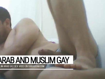 Арабский муж, гей верхней Ханиф никогда не хватает арабских гей отверстия трахают