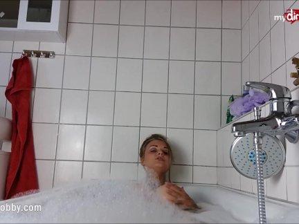 Мой грязные хобби-зататуировала детка мастурбирует в ванна