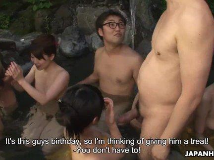 Очаровательны японские девушки, пожалуйста, члена в горячих источниках оргия