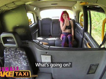 Женский поддельные такси горячая рыженькая автостопом - в сексуальный ездить из ее жизнь