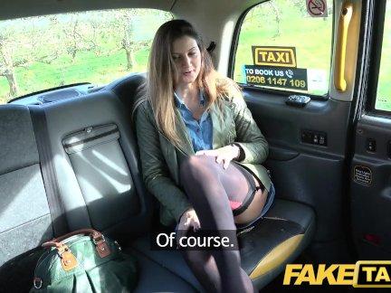 Поддельные такси Подруга принимает член в последний раз в сексуальном белье