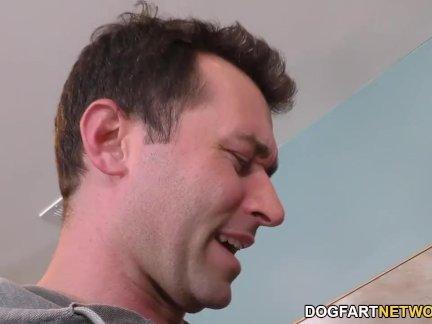 Негр кот логан межрасовый секс втроем