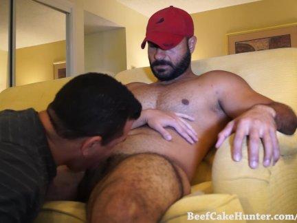 Поклонение сексуальный арабский мужик