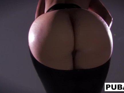 Сексуальный мамочка дана показывает от ее кривые