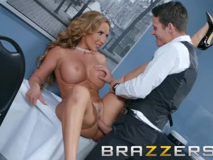 Brazzers - Milf Richelle Ryan wants some young office dick