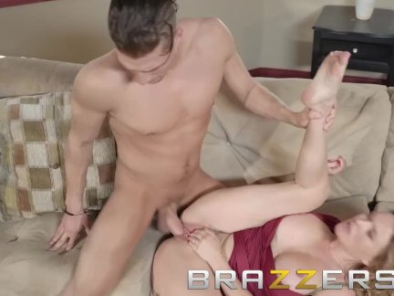 Brazzers - Krissy Lynn gets fucked by delivery boy