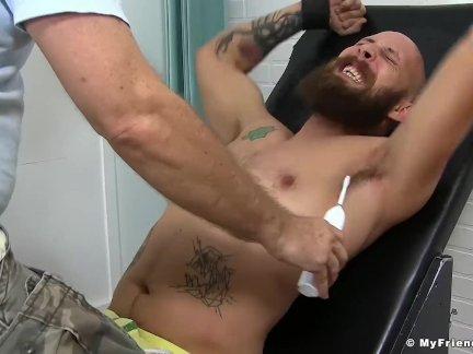 Бородатый гомо это страстный ноги щекотать от его предел