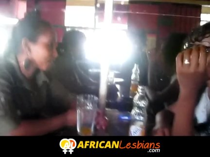 Большой член черный лесбиянки поклонение киска