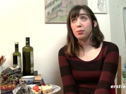 Большой соски любительские разговоры секс опыт и мастурбирует