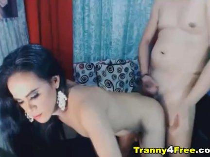 Возбужденный азии трансвистит - ее сексуальный отверстие грохнули