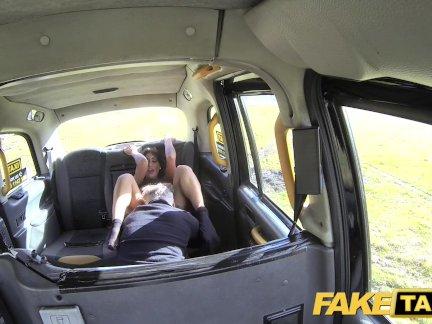 Поддельные Такси Секс сумасшедший грудастая член любящий озабоченный брюнетка