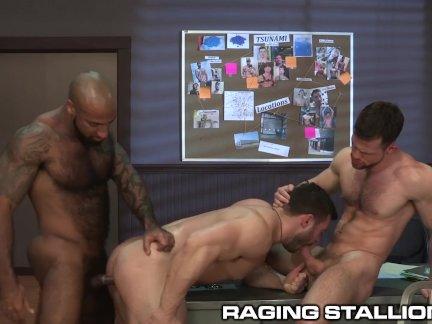 Рагингсталлион волосатые межрасовые мускулистые красавчик групповой секс на работе