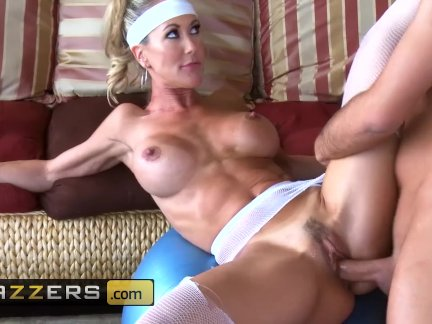 Brazzers - Yoga mom Brandi Love has hard abs and loves hard cock