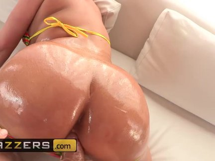 Phat booty blonde Julie Cash gets her her ass oiled - BRAZZERS