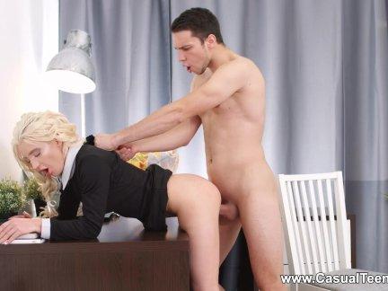 Случайные подросток секс-анжелика кристал-блондинка подросток соблазняет ее босс