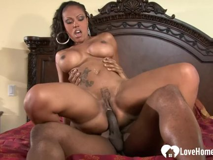 Неотразимый черный деваха любит трахают жестоко