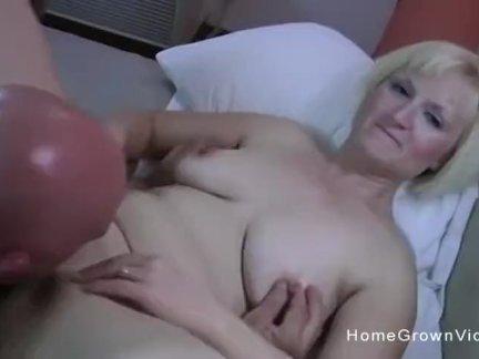 Любительское жена имеют ее киска шлёпает в отель номер