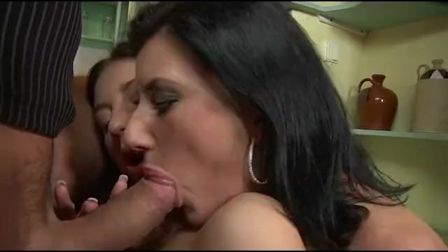 Kanos anyukák pornó filmek