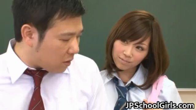 {やまぐちりこ}学校のアイドルが秘密を黙っていてくれれば良い事をしてくれるらしい