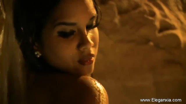 Bruntte MILD Bollywood oriental Cougar