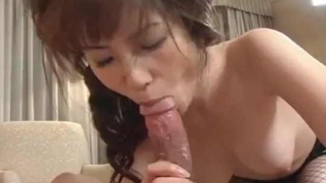 Hina exposes her crack and has it screwed