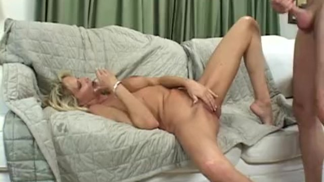 Mature Mom Sex Comfort For Kicked Out Boy - sex video