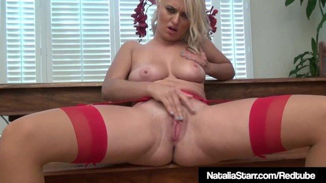 Hot Sex Bomb Natalia Starr Squats & Masturbates In Lingerie!