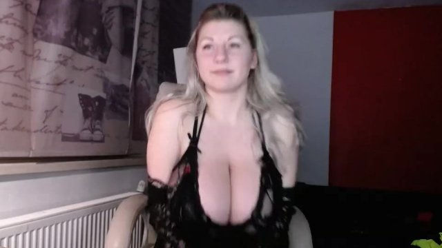 Giant tits blonde babe in black lingerie