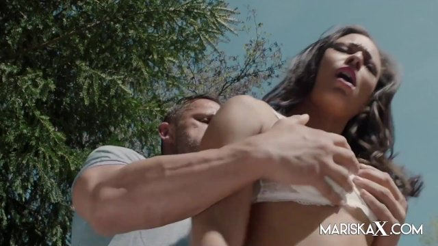 MARISKAX Cassie Del Isla ass fucked in the backyard